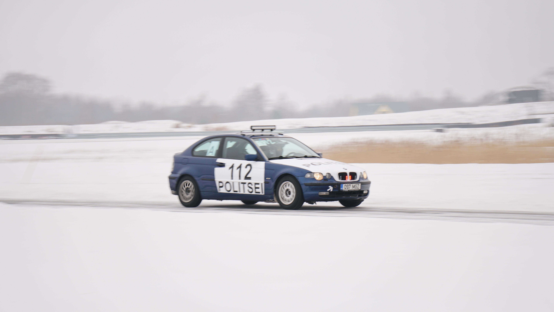 Politsei stiilis kujundatud vilkuritega BMW
